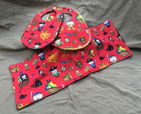 Little Pirates bib set